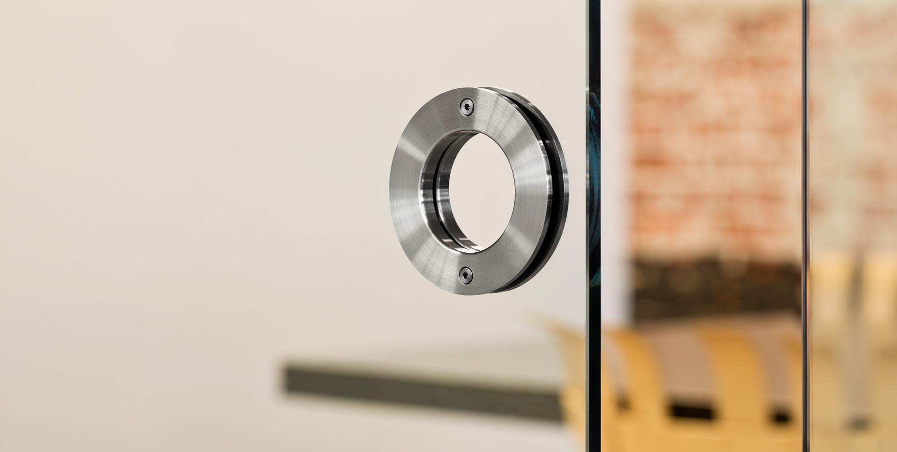 Ebba-round-door-pull-for-glass-door-panels